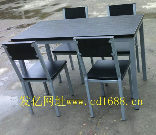 快餐桌椅尺寸:1200mm*600mm*750mm。桌面材质:用优质防火板。餐桌椅架:采用优质矩管40*40。凳子20*20矩管,,焊接用二氧化碳气体保护焊、钢管表面经过除油、除锈、磷化、静电喷塑、高温固化而成。